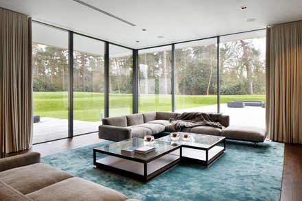 Jura House:  Windows  by IQ Glass UK