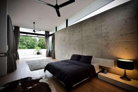 GG邸: Sen's Photographyたてもの写真工房すえひろが手掛けた寝室です。
