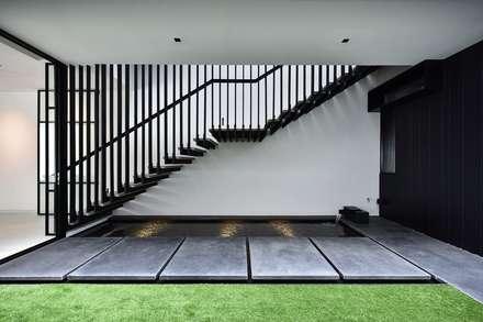 CG邸: Sen's Photographyたてもの写真工房すえひろが手掛けた廊下 & 玄関です。