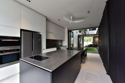 CG邸: Sen's Photographyたてもの写真工房すえひろが手掛けたキッチンです。