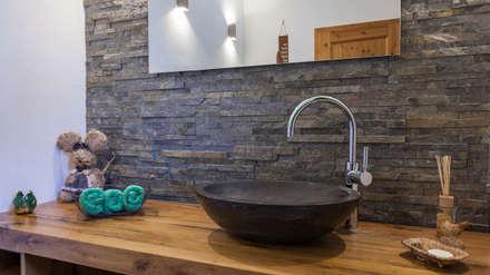 Badezimmer ideen einrichtung bilder im landhausstil homify for Deko alpenstil