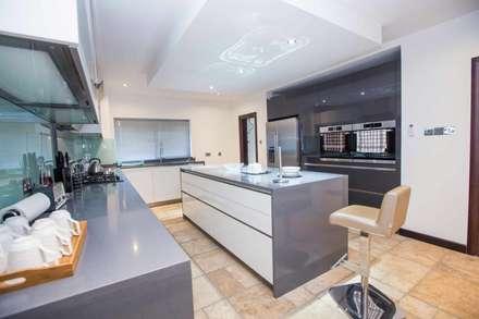Modern Design Kitchen With Island, Handles: Minimalistic Kitchen By Schmidt  Kitchens Barnet