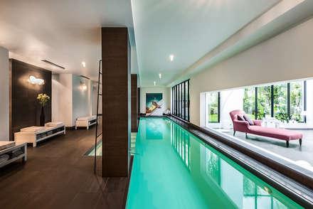Architecture intérieure: Piscine de style de style Moderne par François Guillemin