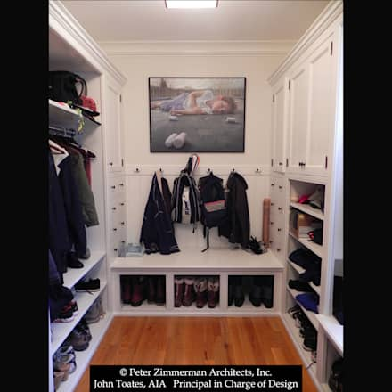 Dressing Room: classic Dressing room by John Toates Architecture and Design