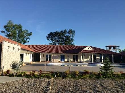 Casa Campestre: Casas de estilo tropical por ARQUITECTOnico