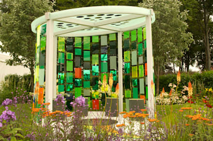 RHS Flower Show Tatton Park 2015 - Reflecting Photonics: modern Garden by Elks-Smith Landscape and Garden Design
