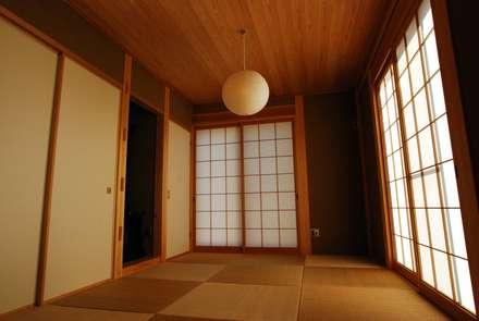 潮見の家: SSD建築士事務所株式会社が手掛けた寝室です。