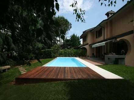 Piscina Privata: Piscina in stile in stile Moderno di sandra marchesi architetto