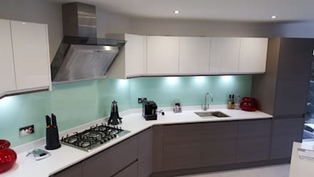 Modern Handleless White Gloss Dark Elm Kitchen Door With Quartz Worktop