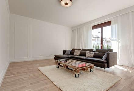 Klasyka i design: styl , w kategorii Salon zaprojektowany przez Perfect Space