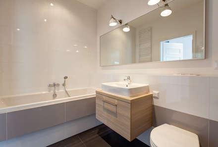 Klasyka i design: styl , w kategorii Łazienka zaprojektowany przez Perfect Space