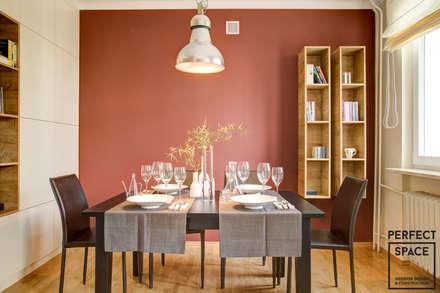 Mieszkanie dla singla: styl , w kategorii Jadalnia zaprojektowany przez Perfect Space