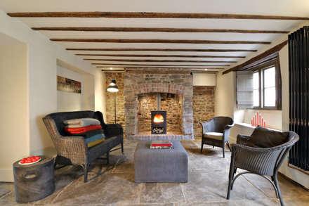 Miner's Cottage I Living Room: eclectic Living room by design storey