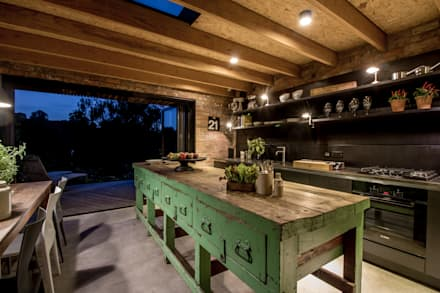 Miner's Cottage II: Kitchen: rustic Kitchen by design storey