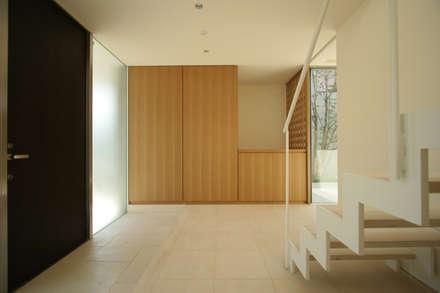 玄関: Atelier Squareが手掛けた玄関/廊下/階段です。