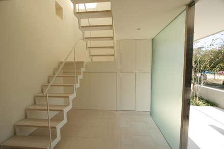 階段: Atelier Squareが手掛けた玄関/廊下/階段です。