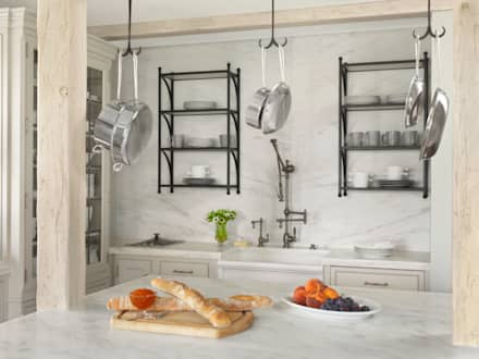 High Rise Renaissance: classic Kitchen by BROOKSBERRY & ASSOCIATES KITCHENS AND BATHS