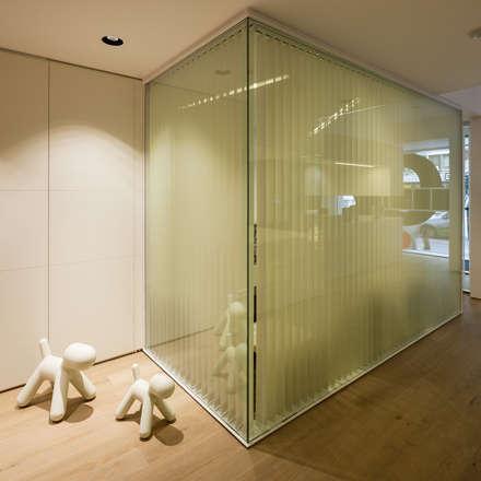 Vista interior de la clínica: Clínicas de estilo  de Estudi.Alfred Garcia Gotós