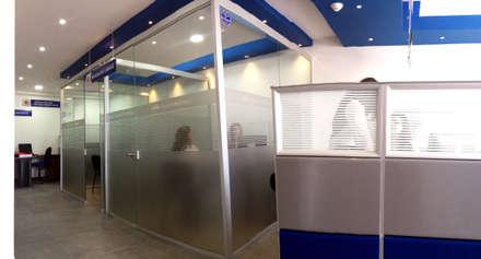 AGENCIA DE EMPLEO CAFAM / FUSGASUGÁ NOV 2014: Edificios de oficinas de estilo  por Kraft Atomo Arquitectura / Urbanismo / Paisajismo