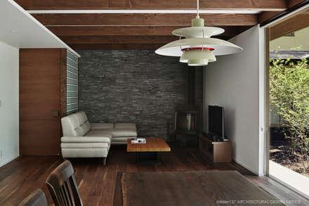 リビング~041軽井沢Mさんの家: atelier137 ARCHITECTURAL DESIGN OFFICEが手掛けたリビングです。