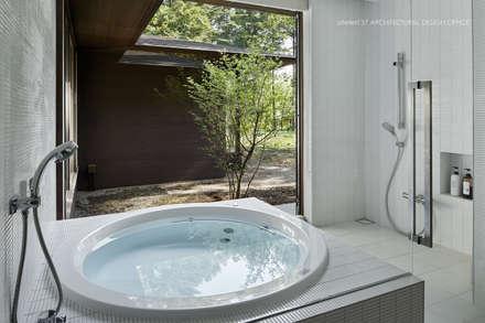 浴室~041軽井沢Mさんの家: atelier137 ARCHITECTURAL DESIGN OFFICEが手掛けたスパです。