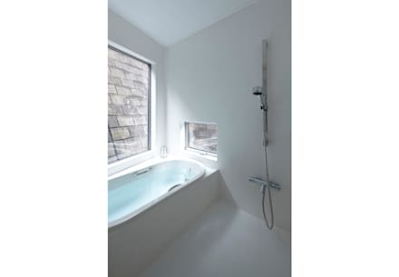あざみ野の家: 桑原茂建築設計事務所 / Shigeru Kuwahara Architectsが手掛けた浴室です。