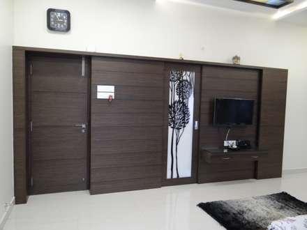 First floor master bedroom TV unit: modern Bedroom by Hasta architects