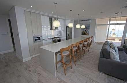 Oyster schelles: modern Kitchen by BHD Interiors