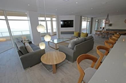 Oyster schelles: modern Living room by BHD Interiors