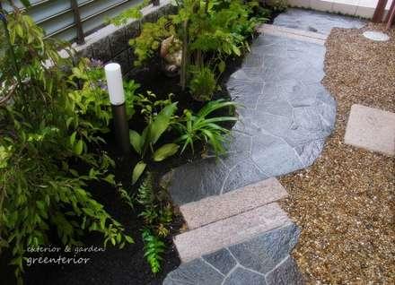 鉄平石の和庭: 株式会社グリーンテリアが手掛けた庭です。