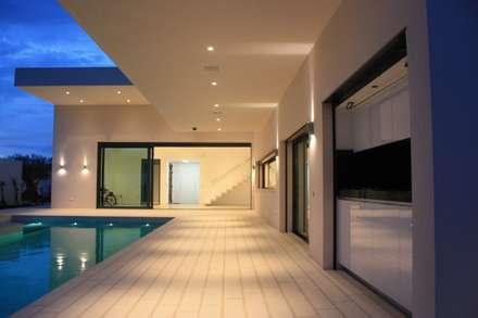 CASA QQ: Casas de estilo minimalista de ARIS  Arquitectura y Urbanismo