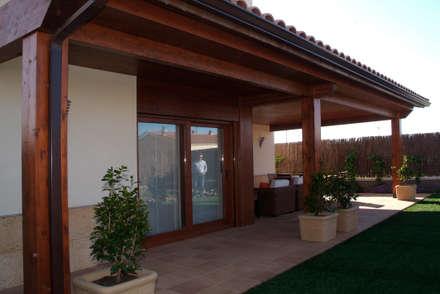 CASA GARRIGUES: Casas de estilo mediterráneo de RIBA MASSANELL S.L.