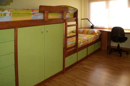 CASA GARRIGUES: Dormitorios infantiles de estilo mediterráneo de RIBA MASSANELL S.L.