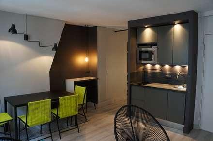 espace kitchenette: Cuisine de style de style Moderne par Laure van Gaver