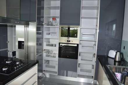 Arrumação de cozinha: Cozinhas modernas por Ansidecor