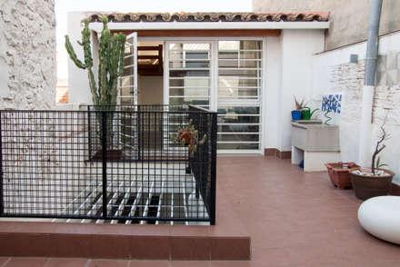 Casa estudio en Almazora: Terrazas de estilo  de Ismael Belles Interiorismo