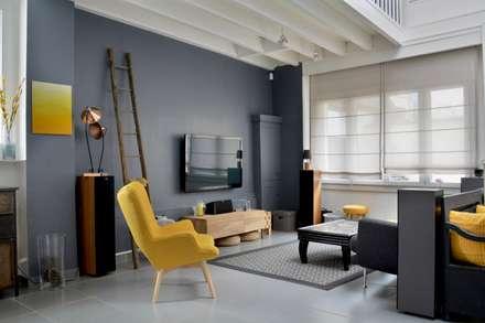 Un Salon / Salle à manger mix Industriel et Vintage: Salon de style de style Industriel par ATDECO