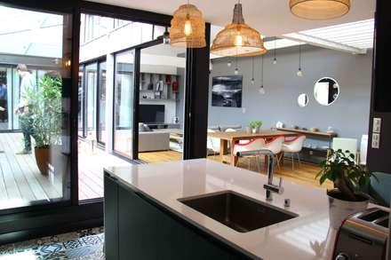 LOFT 280: Cuisine de style de style Moderne par FORT & SALIER