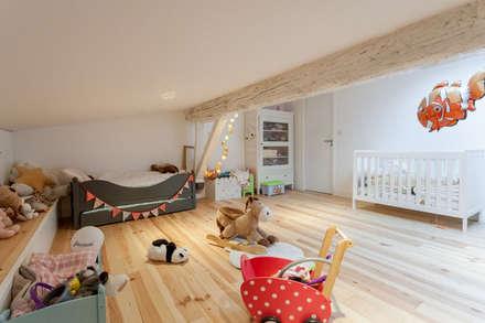 APPARTEMENT 175: Chambre d'enfant de style de style Moderne par FORT & SALIER