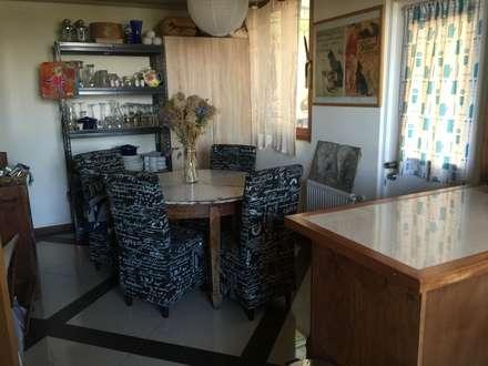 Casa de hormigón en el cerro: Cocinas de estilo ecléctico por Arquiespacios