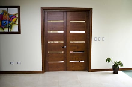 Puerta de acceso modelo Piamonte: Puertas y ventanas de estilo moderno por Ignisterra