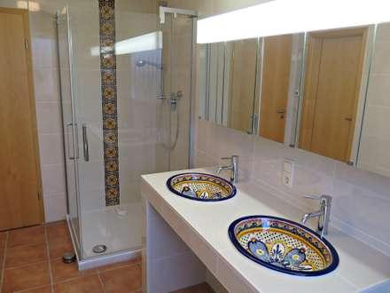 Mediterrane badezimmer einrichtungsideen und bilder homify - Mediterrane badezimmer fliesen ...