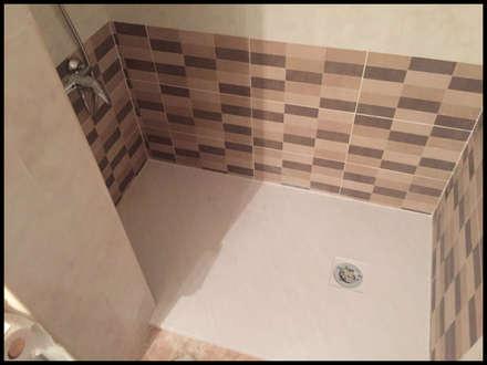 Plato de ducha extrafino en beige: Baños de estilo rural de Fecofer, Proyectos y Reformas