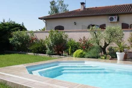 Apres les travaux: Jardin de style de style Méditerranéen par LES PAYSAGES URBAINS
