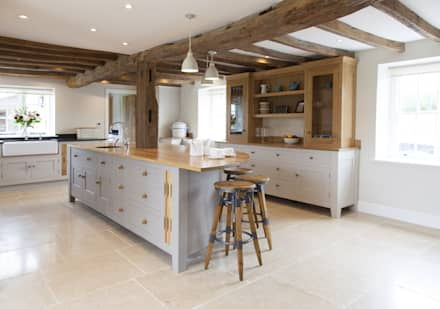 Old English - Bespoke kitchen project in Cambridgeshire : rustic Kitchen by Baker & Baker