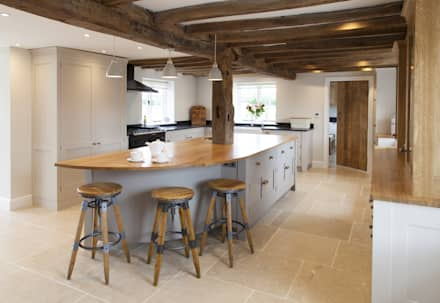 Old English - Bespoke kitchen project in Cambridgeshire: rustic Kitchen by Baker & Baker