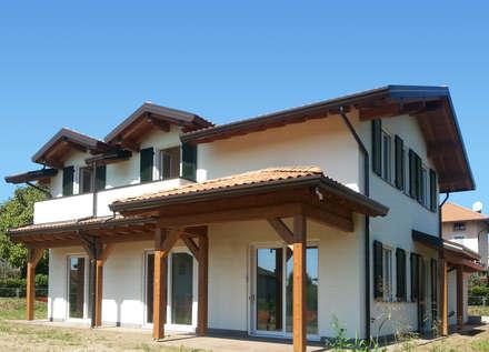 VILLA PREFABBRICATA IN LEGNO [ANGERA] - Progetto: Arch. Mioranza: Case in stile in stile Classico di Marlegno