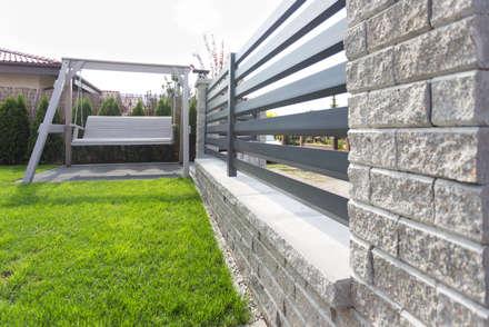 Dom pod Poznaniem: styl , w kategorii Ogród zaprojektowany przez Kraupe Studio