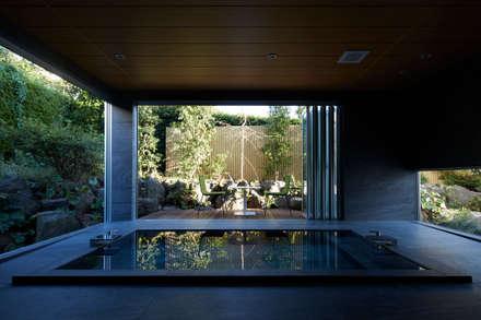 披露山_海の家: Mアーキテクツ|高級邸宅 豪邸 注文住宅 別荘建築 LUXURY HOUSES | M-architectsが手掛けたお風呂です。