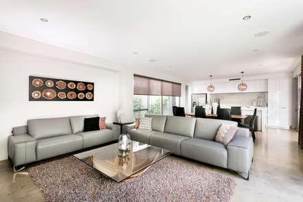 Living Room: modern Living room by Moda Interiors